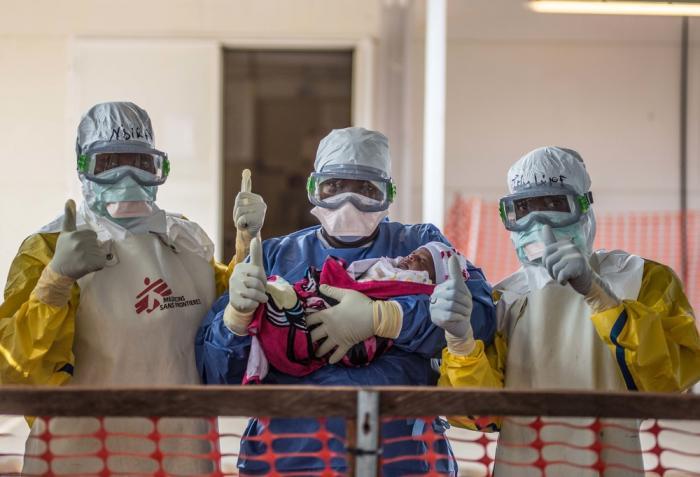 Tre uker gamle Nubia var Guineas siste ebolapasient. Hun ble friskmeldt i midten av november. Nå er landet erklært fritt for ebola. Foto: Tommy Trenchard