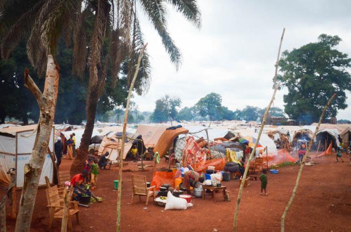BRIA: I denne leiren har folk søkt tilflukt fra volden i Den sentralafrikanske republikk siden november 2016. Nå blusser volden opp i området. Foto: Natacha Buhler