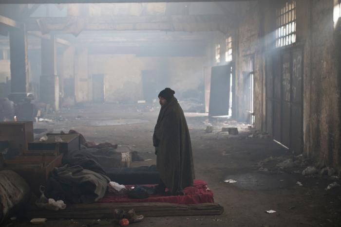 Flere migranter og flyktninger har søkt tilflukt i et tomt lagerhus ved jernbanen i Beograd i Serbia. Bildet er tatt 5. Januar 2017. Foto: Marko Drobnjakovic/Leger Uten Grenser